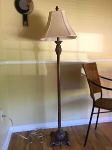 ***** Elegant Floor Lamp ( Like New ) *****