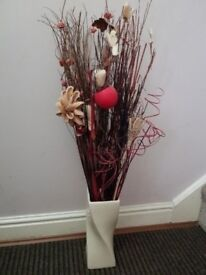 Large size vase and with mix flower great condition great working