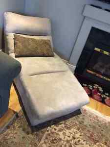 Lounger chaise comfy chair