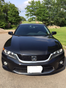 2014 Honda Accord Coupe, 6-speed manual, very low KMs, Loaded!!