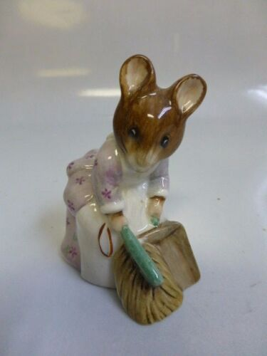 Beatrix Potter Hunca Munca Sweeping Beswick Figurine BP-3b -Dark Brown