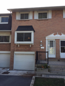 3 bedroom townhouse in welland for rent