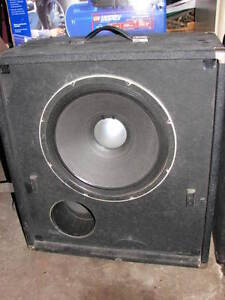 "15"" Peavey Black Widow Bass amp with spare cabinet"