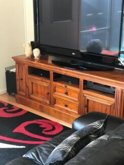 TV Cabinet and coffee tables excellent condition