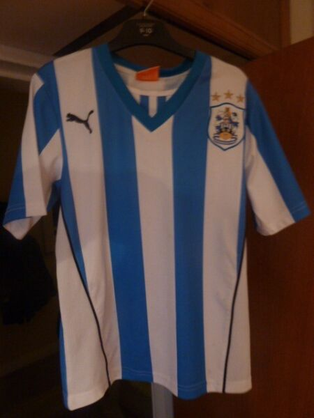 CHILDS HUDDERSFIELD TOWN HOME FOOTBALL SHIRT IN VERY GOOD CONDITION. SUIT 8/9 YEAR OLD. UK 26/28 for sale  Huddersfield, West Yorkshire
