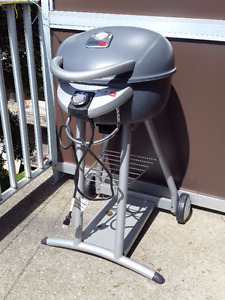 Charbroil Portable Electric BBQ grill with wheels/cover
