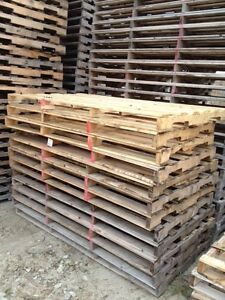 44 x 85  WIDE RECYCLED WOOD PALLETS 44x85 DETROIT MICHIGAN Windsor Region Ontario image 1