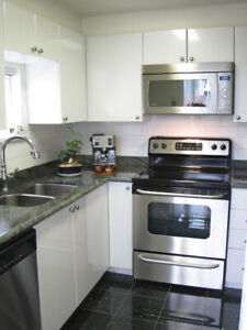 Updated 2 bed & 2 bath + parking CoalHarbour/Downtown Vancouver