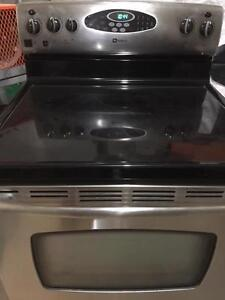 MAYTAG SMOOTH TOP STOVE FOR SALE !!!