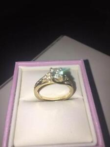 Quality 1Ct Diamond Engagment ring 14ct YG  I1 clarity stones Point Cook Wyndham Area Preview