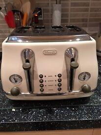 Delonghi Cream Toaster Excellent Condition