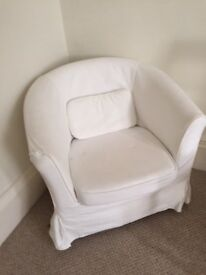 pair of armchairs in white in good condition