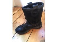 Winter safety boots made by Engelbert strauss- model KX025- size 8