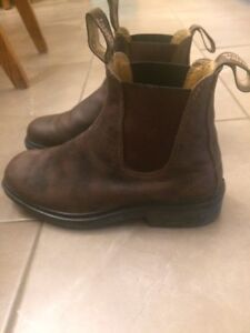 gently used Blundstones