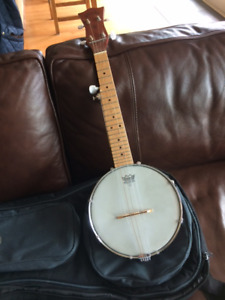 Gold Tone Plucky travel banjo with bag and 5th string capo