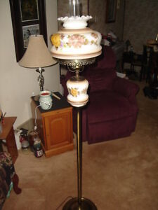 ~ RARE VINTAGE HAND PAINTED FLORAL HURRICANE FLOOR LAMP ~$89.99~