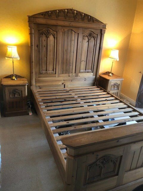 Antique Solid Pine Bedroom Furniture Set Gothic Style