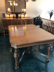 ANTIQUE DINING ROOM SUITE WITH BUFFET