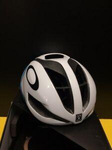 Oakley ARO 5, Medium 54cm - 58cm bicycle helmet