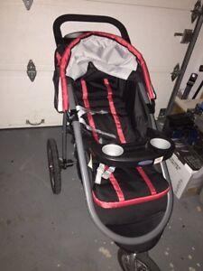 Poussette jogger avec banc de bébé et 2 support pour voiture