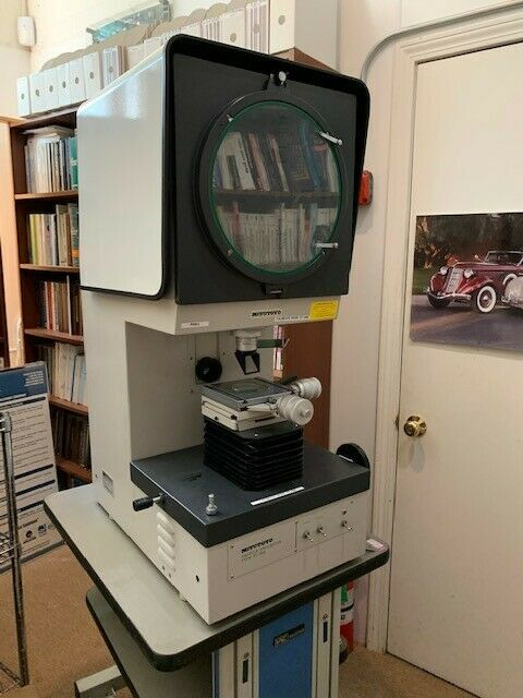 Mitutoyo PJ-300 Profile Projector - Working in excellent condition
