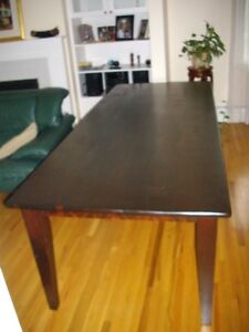 Grande table de salle a manger. Dining room table