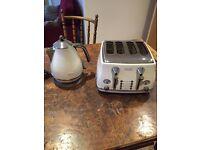 DeLonghi Vintage 4 Slice Toaster & matching Jug Kettle - Cream & Beige