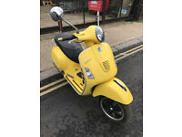 2009 Limited Edition Piaggio Vespa GTS 125 gts125 Super in Yellow great condition + Akrapovic exhaus