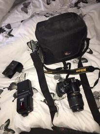 Nikon D3200, perfect condition. Kit lens, flash + 16GB memory card