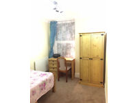 Double room-close to train station and university-all bills included