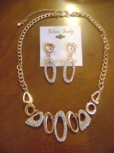 ROSE GOLD METAL AND WHITE STONE NECKLACE AND EARRINGS