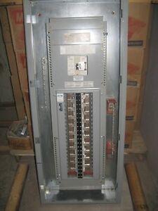 Panneau distribution électrique 42ccts disj. principal 200 Amp.