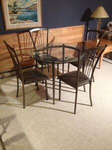 Kitchen Set Round Glass table and 4 matching chairs