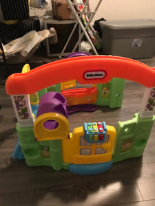 Hardly used Fisher Price Play set/fort comes apart for storing