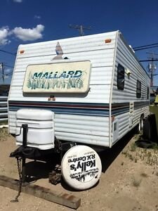 30' Fleetwood Mallard travel trailer