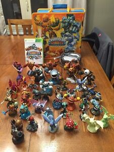 Skylander - Giants game portal and characters - X-Box 360