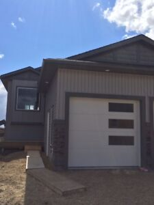 AVAILABLE OCTOBER 30TH! 3 BEDROOM 2 BATH GORGEOUS MODERN DUPLEX!