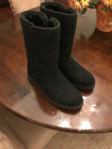 New Ugg Women Amie boots - black size 9