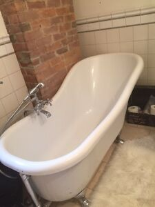 ANTIQUE CLAWFOOT LOOK TUB WITH FAUCET