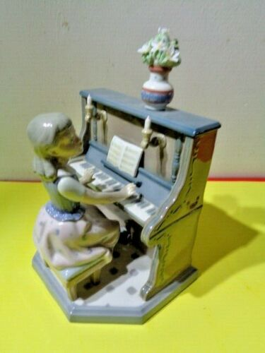 """Lladro """"Practice Makes Perfect"""" 5462 Figurine Made in Spain (9 by 7 by 6"""")"""