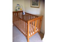 Cot/cot bed+ mobile in very good condition