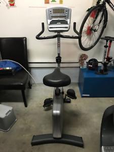Vélo stationnaire Vision Fitness U20 à vendre