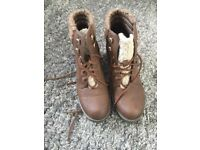 Womans brown boots size 5