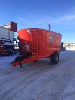 Kuhn Knight VT168 Twin Screw Vertical Feed Mixer