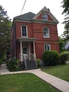 STUDENTS!   3 Bedroom apt. steps from Stauffer May 1st