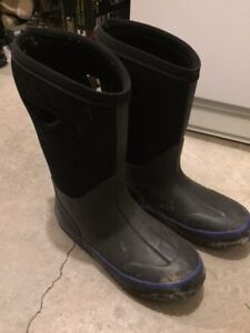 Boys Winter Boots – Size 4 $15