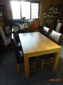 """Dining room table and chairs, extendable. Solid oak, Length 5' (6'6"""" extended) Width 3' VGC"""