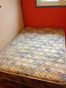 Queen size bed mattress and boxspring