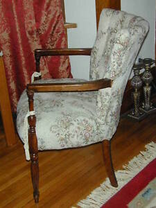BEAUTIFUL ANTIQUE SIDE CHAIR