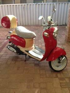 VMOTO 50cc one  owner  only 1040 kms  in top running  condition Sorrento Joondalup Area Preview
